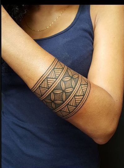 100 Polynesian Tattoo Photos That Are Gorgeous - Maori-tattoo-brazalete