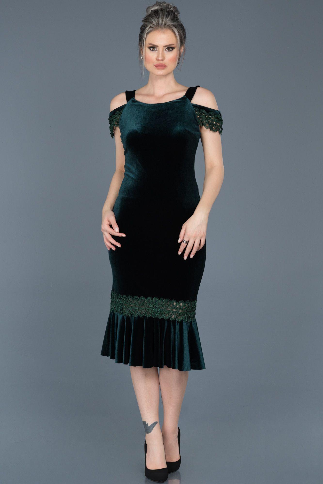 Zumrut Yesili Midi Boy Kadife Elbise Abk243 Elbise Modelleri Aksamustu Giysileri Elbise