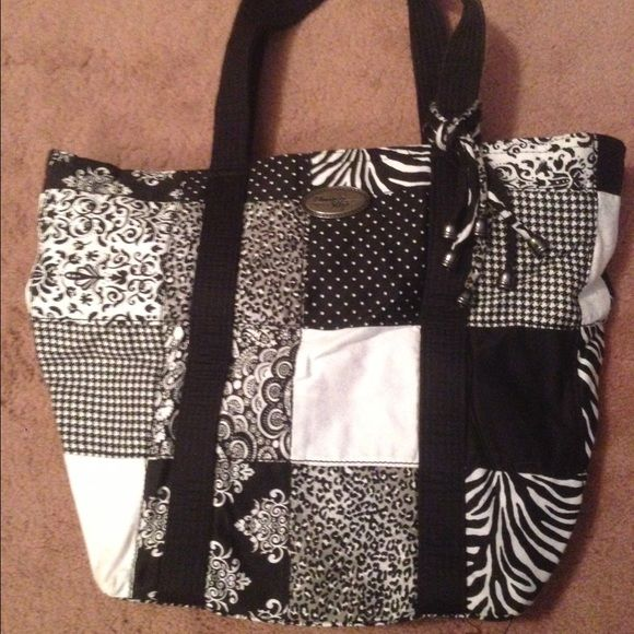 Donna Sharp purse Only used a few times, no ware at all Donna Sharp Bags Shoulder Bags