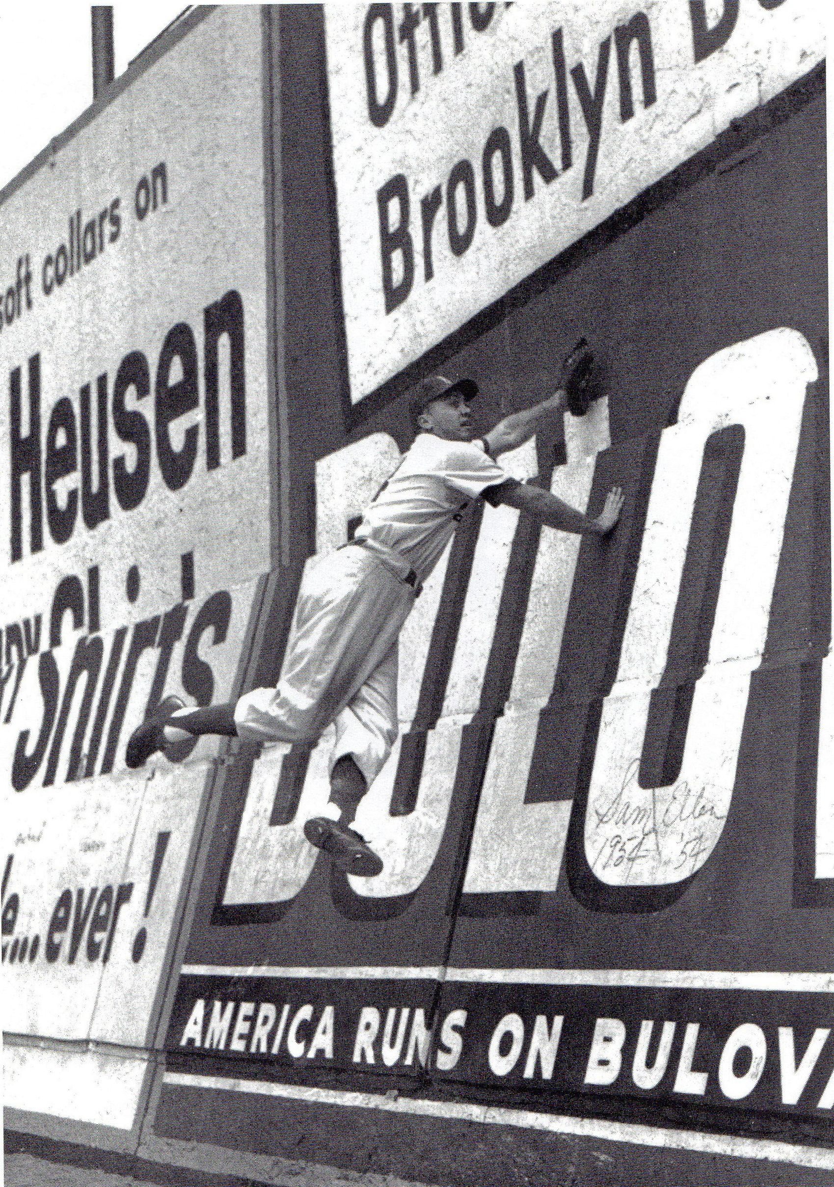 Duke Snider Doing A Practice Leap Off Ebbets Field Wall Dodgers Autograph Jsa