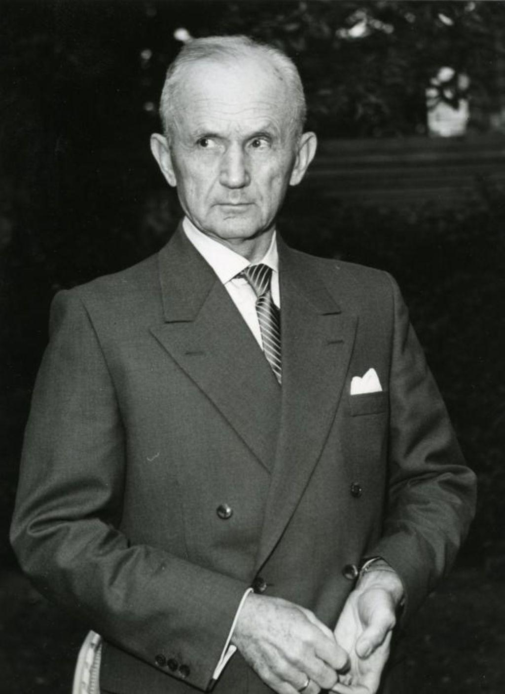 The leadership qualities of grand admiral karl doenitz