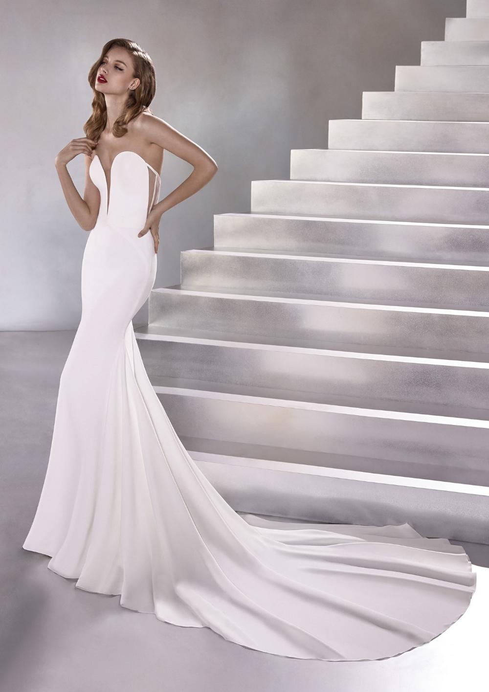 Wedding Dress Out Of Pronovias Lux Silhouette Mermaid Neckline Sweetheart Floor Pronovias Wedding Dress Wedding Dresses Wedding Dresses Mermaid Sweetheart [ 1415 x 1000 Pixel ]