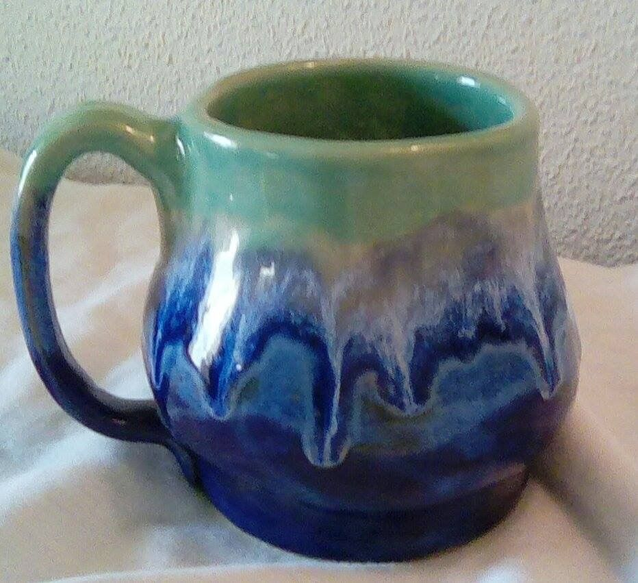 You Can Use It Under Other Glazes To Make Them Run This Is A Band Of Ab Under Some Coyote Mint Which Then Ran O Glazes For Pottery Pottery Mugs Handmade
