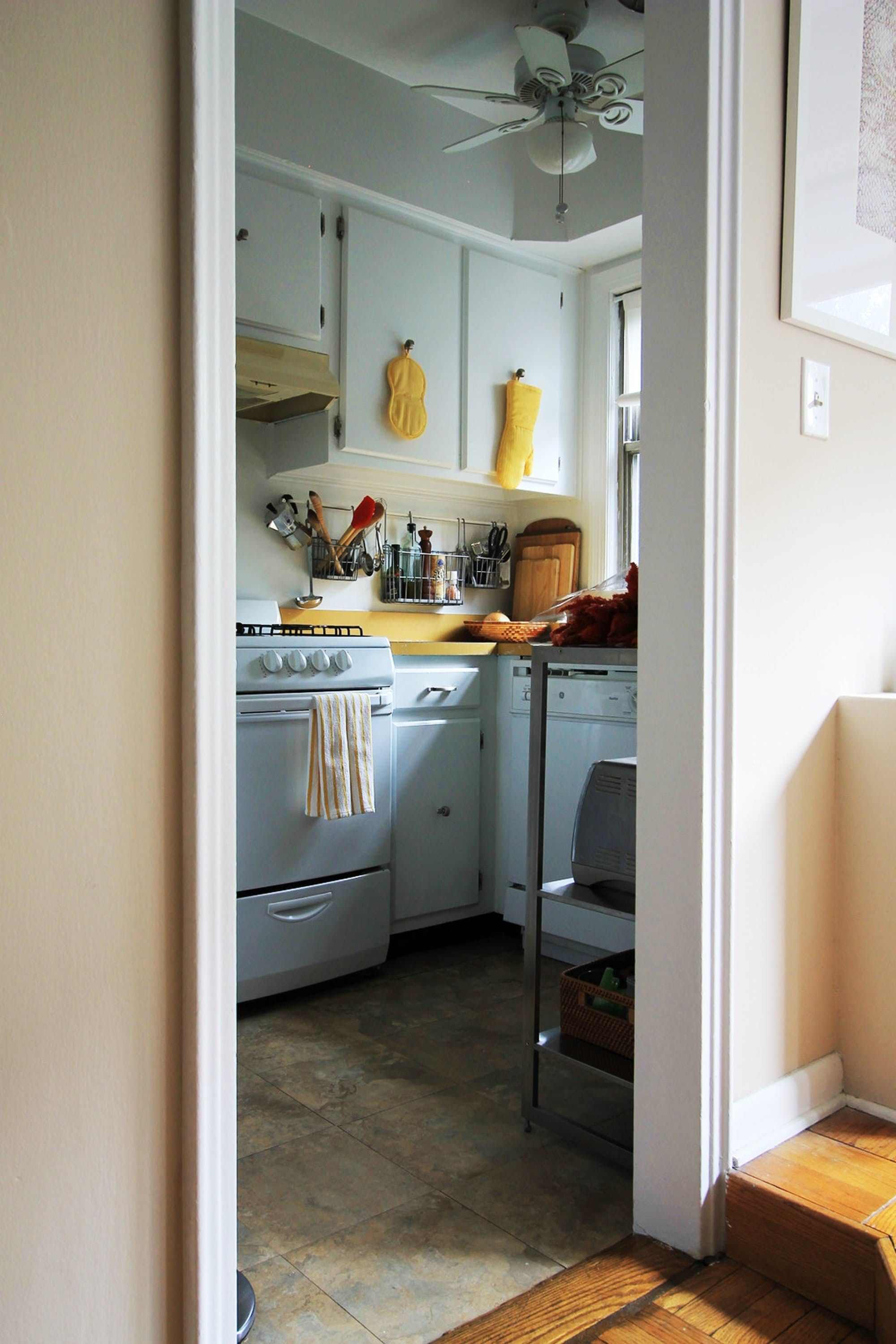 4 Pro Designers Share Their Best Tricks For Improving A Rental Captivating Pro Kitchen Design Review