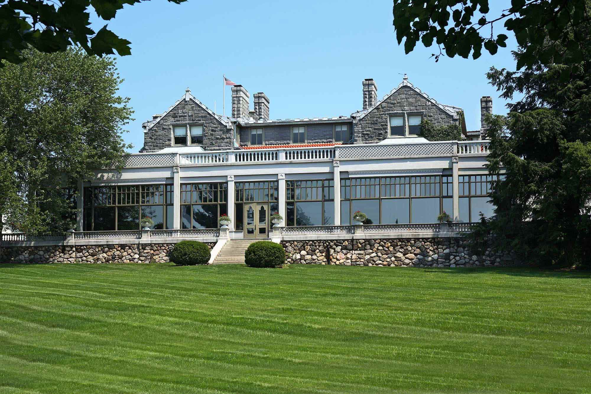 Hudson Valley Wedding Facility at Tarrytown House Estate they