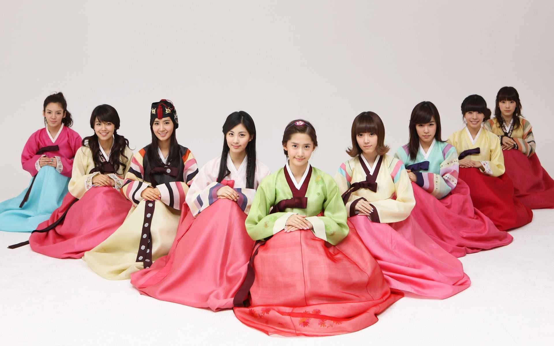 16 Gorgeous Female K Pop Idols In Hanbok Girls Generation Hanbok Girl