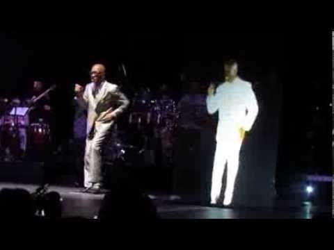 Robert Roena con el holograma de Anibal Vasquez (Fania All Stars Puerto ...Que #Sabroooso paso y la #MusicaSalsa