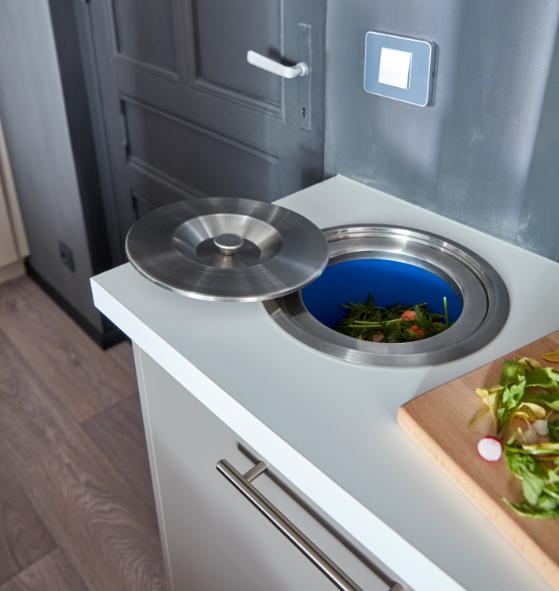 la poubelle encastrer votre plan de travail une id e astucieuse pour une utilisation. Black Bedroom Furniture Sets. Home Design Ideas