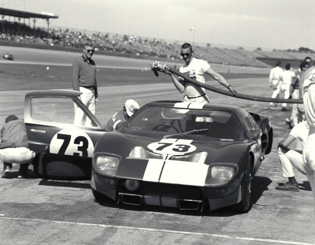 1965 Daytona Continental The Race Winning Ken Miles Lloyd Ruby Shelby American Entered No 73 Ford Gt40 In For A Pit Stop Ford Gt Ford Gt40 Racing