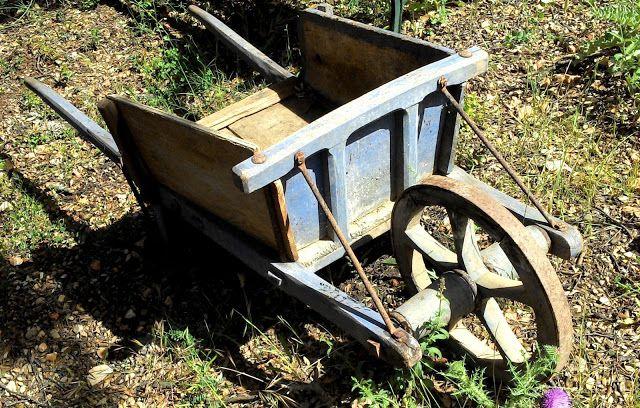 Ancienne brouette en bois de jardin antiquit s brocante et objets divers i brouette en bois - Brouette de jardin en bois ...