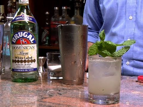 Kick off the summer with some Memorial Day mojitos! Watch this video on How To Make a Mojito Cocktail - Mojito Recipe.    #summer #drinks #mojitos