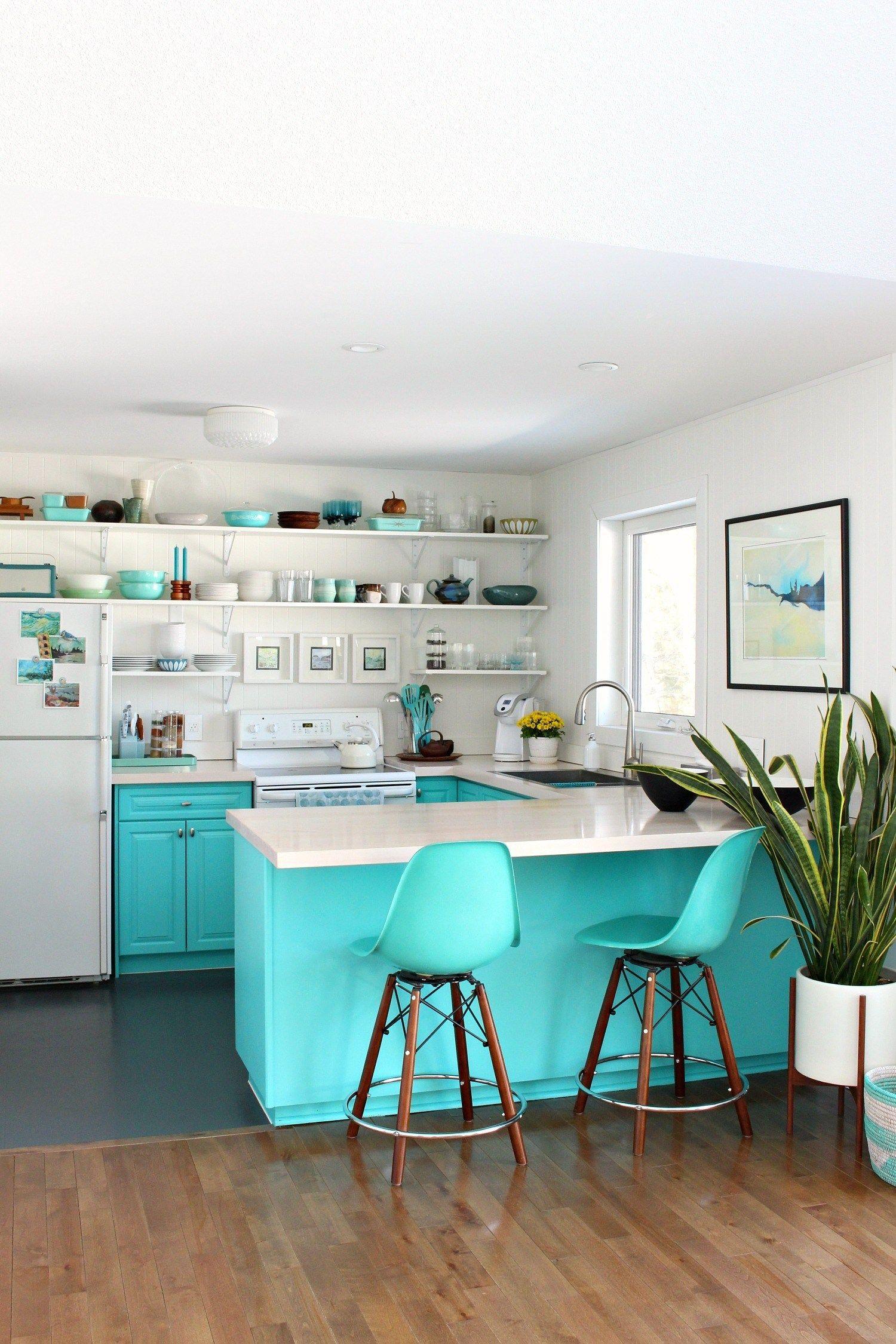 Simple Spring Home Tour Dans Le Lakehouse Kitchen Inspiration Design Lake House Kitchen Open Shelving Kitchen Cabinets