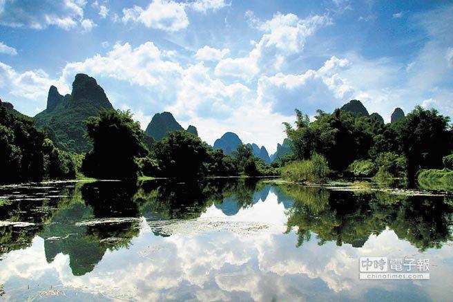 廣西桂林陽朔的喀斯特景觀。(新華社)