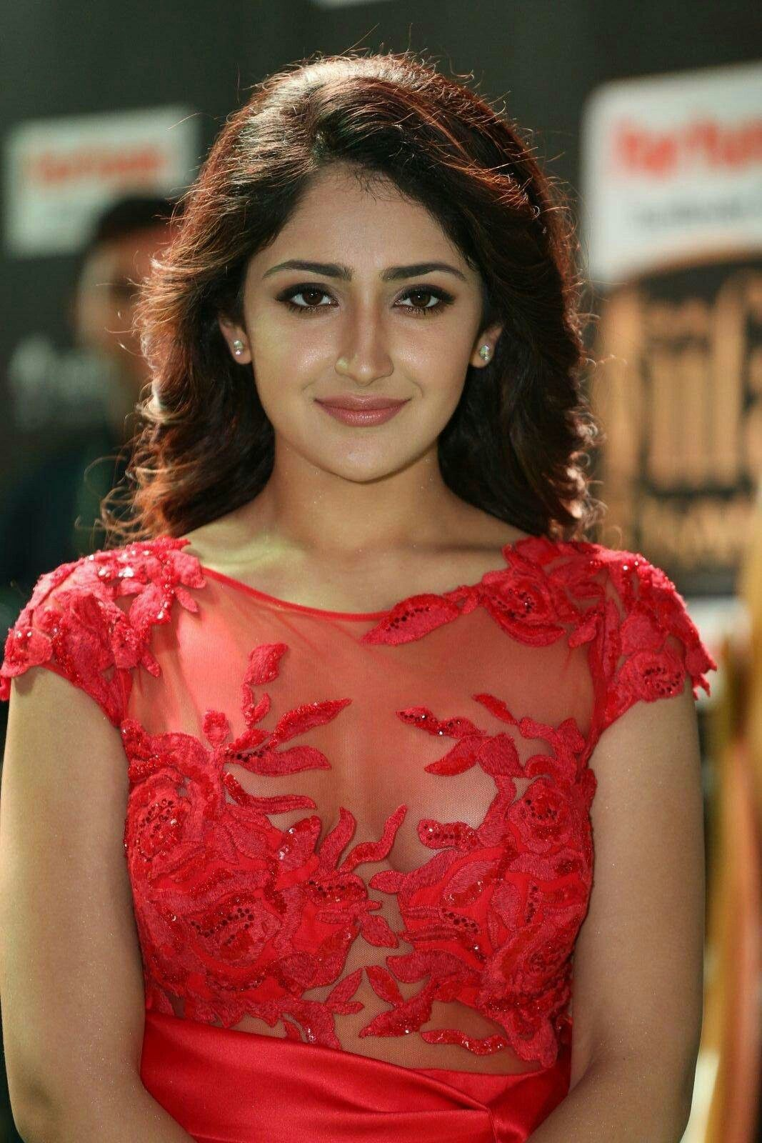 Pin On Sayyeshaa Saigal-3833