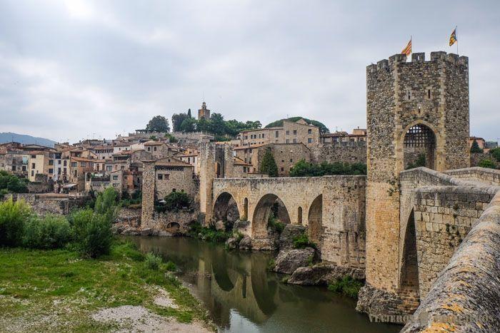 Hay infinidad de pueblos bonitos en Cataluña, nosotros hemos hecho una lista de los que consideramos son los 10 pueblos que tienes que ver en Cataluña.