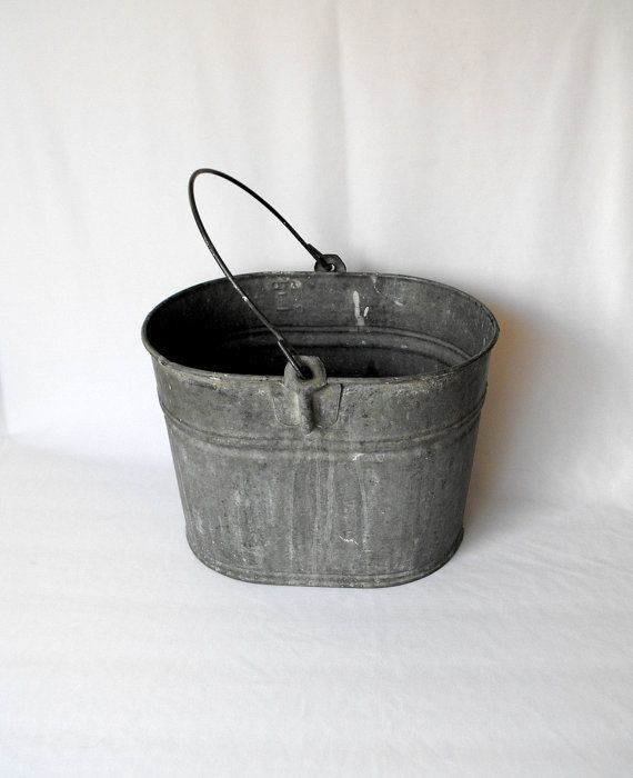 Vintage pail oval galvanized basin with metal handle for Old metal wash tub