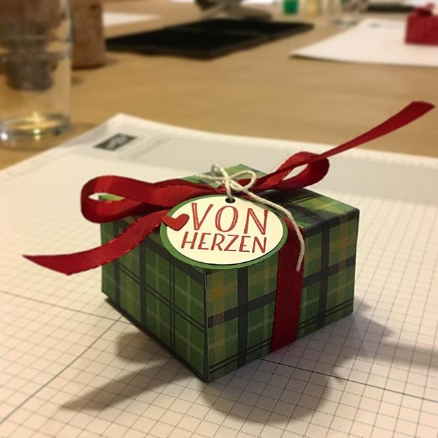 Endlich wieder #workshop Zeit 😃  Heute stehen Weihnachtskarten 🎄und Geschenkanhänger 🎁 auf dem Programm. Ich zeig euch später die Ergebnisse! #stampinup #stampinupdemonstrator #basteln #diy #weihnachtskarten #geschenkanhänger #christmas #vonherzen ❤️ #freumich #stempelstanzeundpapier