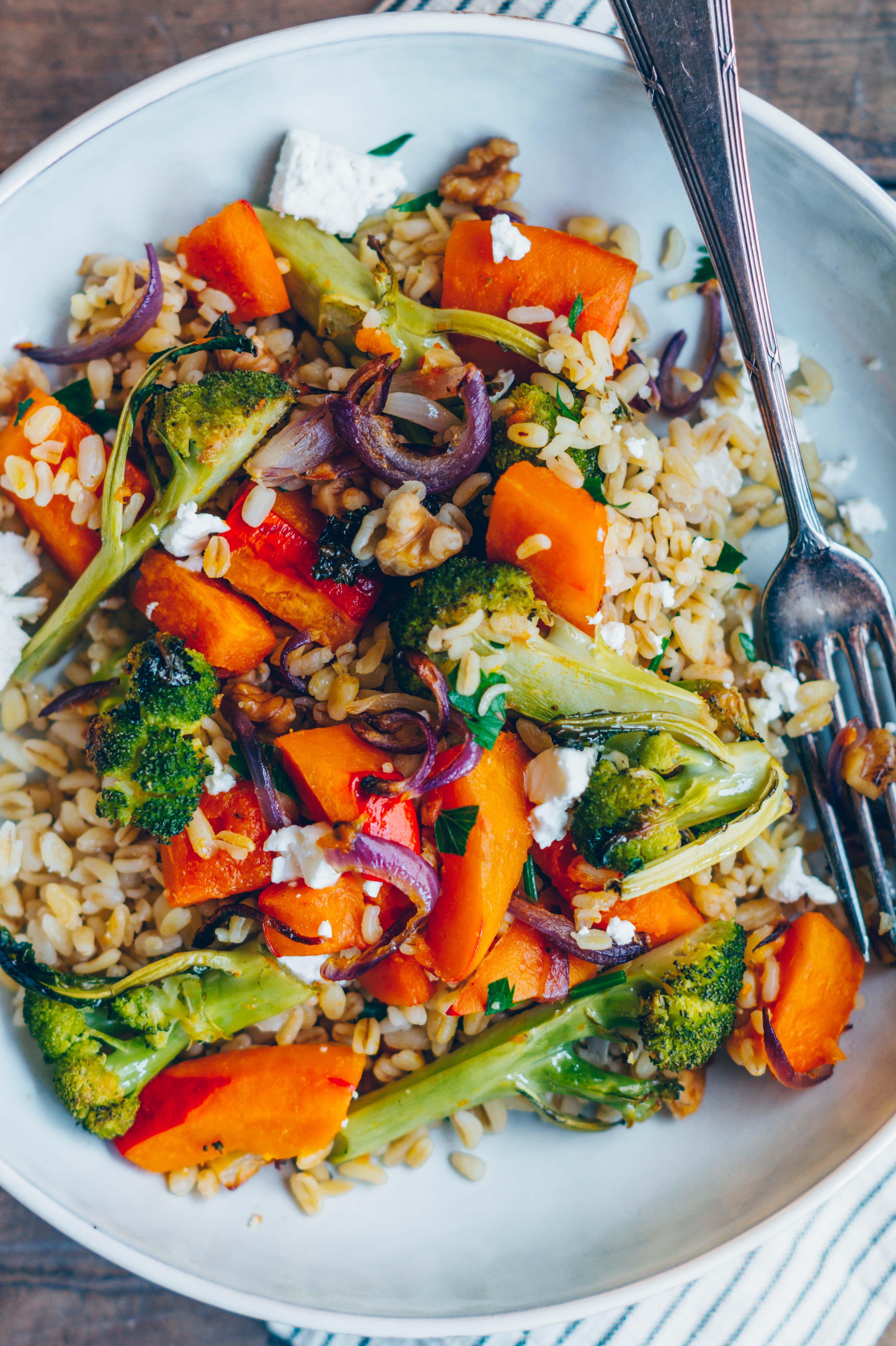 Herbstlicher Graupen-Salat mit Ofengemüse & Dijon Senf Dressing - Klara`s Life