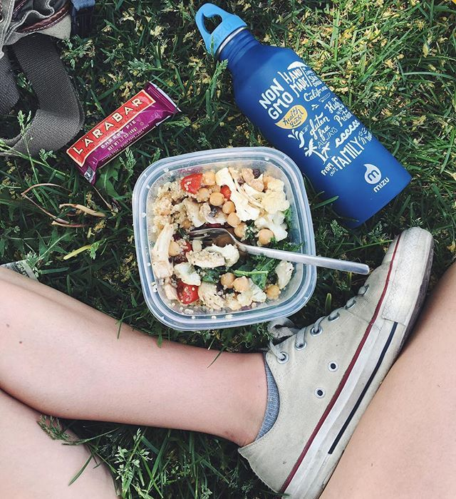 Lunchin' Outside With This Awesome Chickpea+quinoa Kale