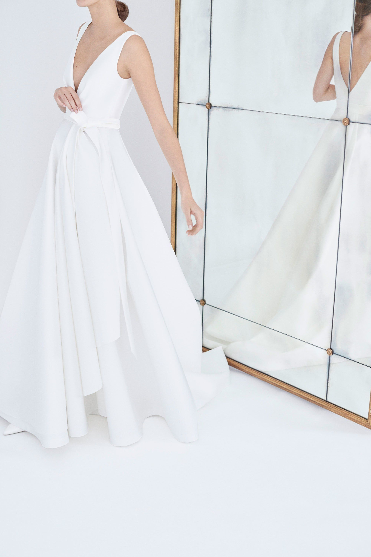 Os vestidos de noiva românticos de Carolina Herrera para o inverno 2018 -  Vogue   Desfiles  relogio  relogios  relogiomichaelkors  relogiosmichaelkors 879c7d7ccf