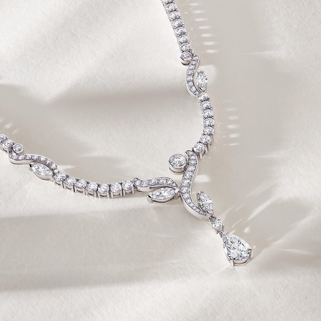 Diamond expertise and savoir-faire combine to create the Adonis Rose necklace, with its beautiful pear cut drop #peerlesslybeautiful #thehomeofdiamonds #debeerslondon #diamondmastery