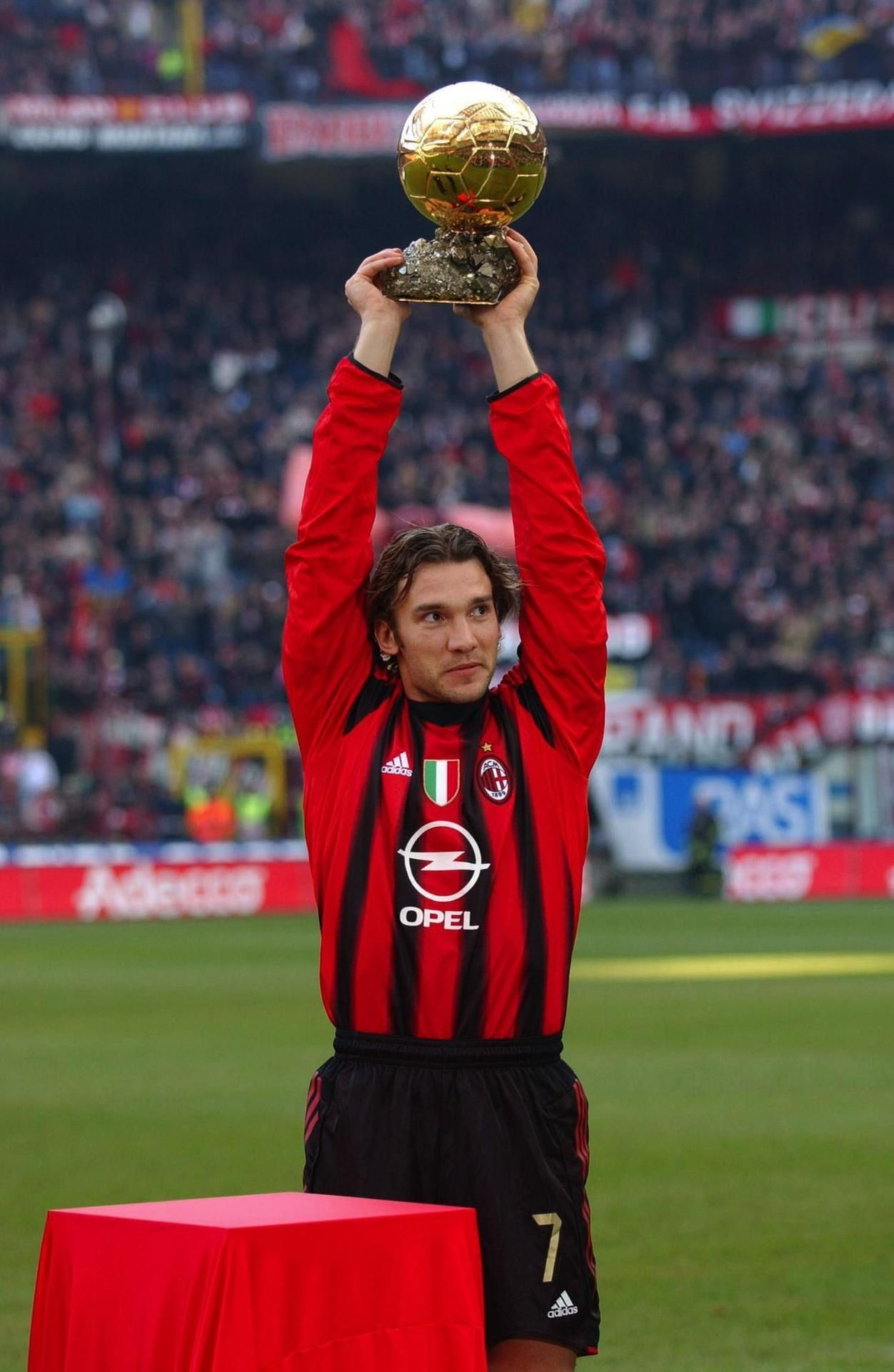 67517caa10d21a Andriy Shevchenko ballon d'or 2004 | bóng đá | Milan football, Ac ...