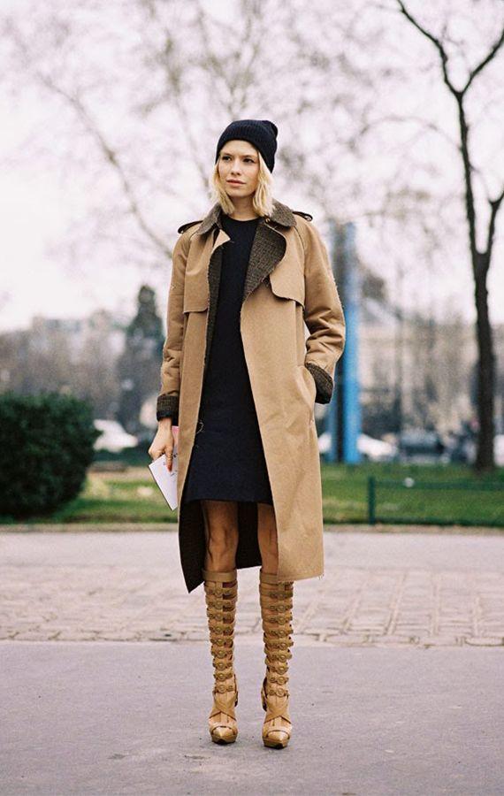 KONTRASTER: Elena Perminova er kjent for sine kule moteukeantrekk. Her mikser det russiske stilikonet en beige trechcoat med en sporty, sort...
