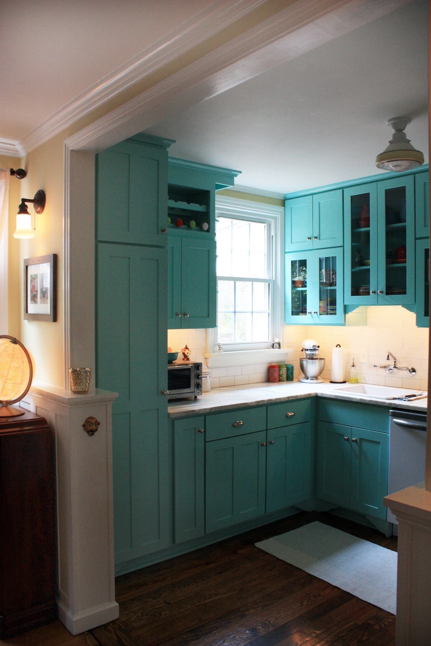 Jen Andrew S Colorful Bungalow In 2020 Bungalow Kitchen Teal Kitchen Cabinets Aqua Kitchen
