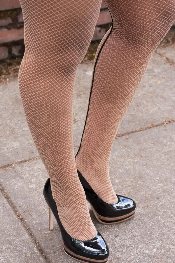 d831e0779d7 Fishnet Tights with Contrast Backseam