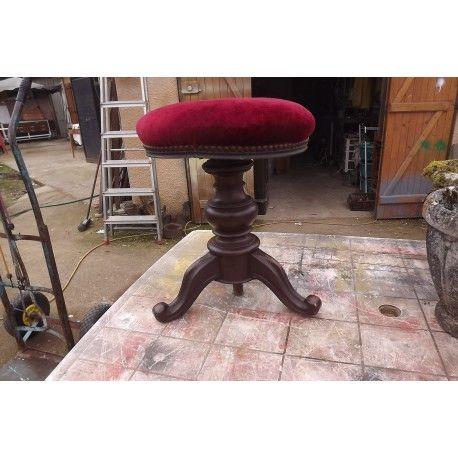 tabouret de piano noyer et velours rouge vintage d. Black Bedroom Furniture Sets. Home Design Ideas