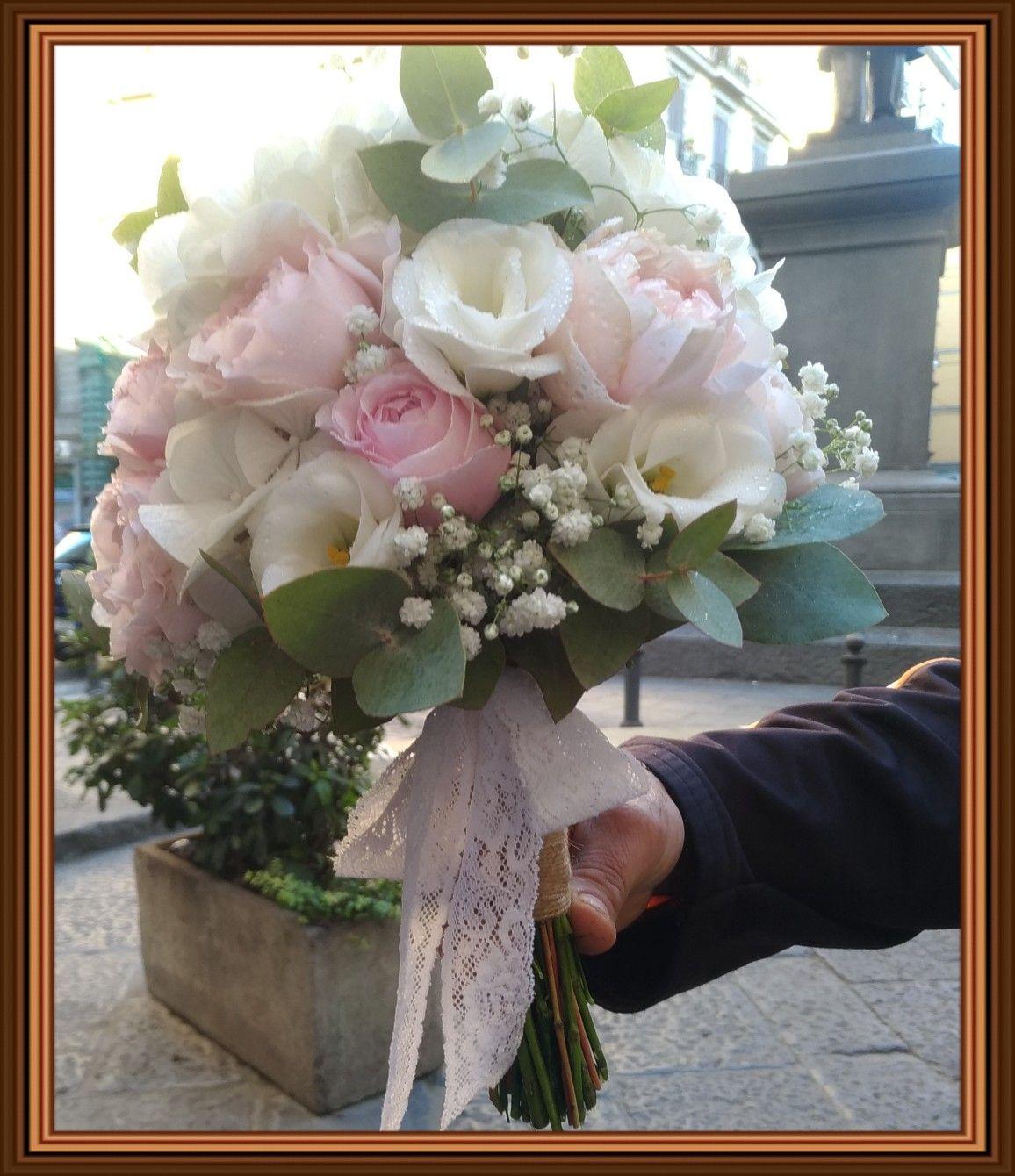Bouquet Sposa In Inglese.Bouquet Da Sposa Con Rose Inglese E Ortensie Bianche Fioraio