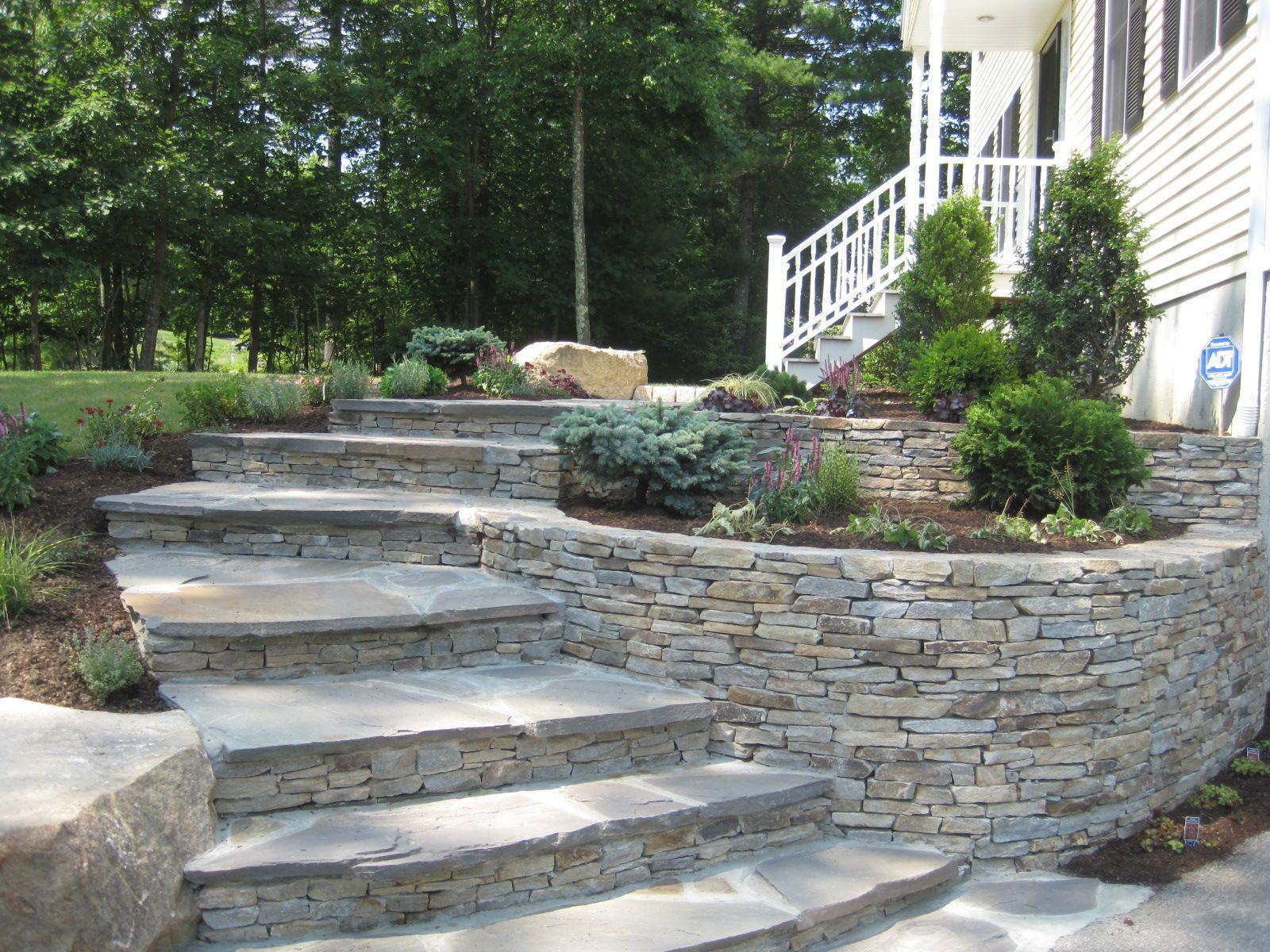 Ein neu definierter Eingang   Sloped backyard, Landscaping ...