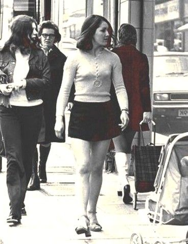 ee90fff5c mini skirts in the 1960s | ... Baby Boomer Views & News - 1960s Fashion:  Remember the Mini Skirt