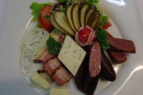 Bayrischer Brotzeitteller im Restaurant in München Süd   Bayern and ...
