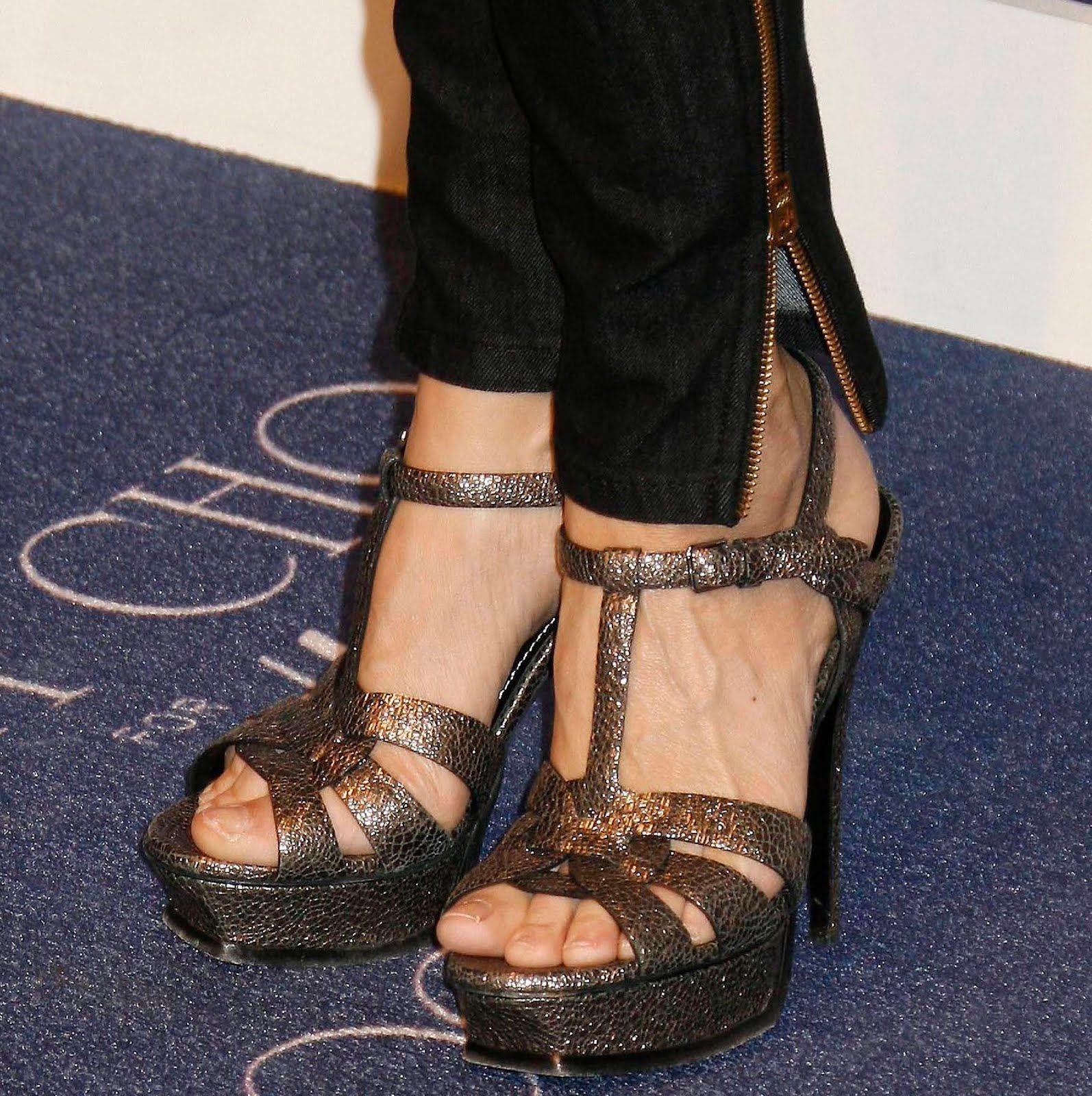 saffron burrows feet
