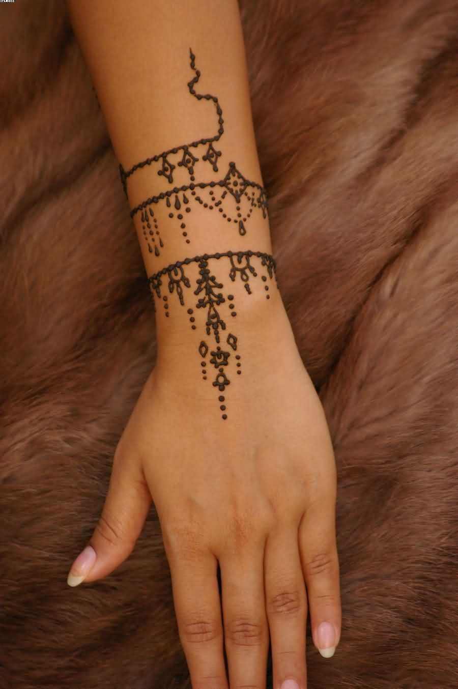 43 Henna Wrist Tattoos Design: Antique Jewelry Inspired Henna Tattoo On Wrist