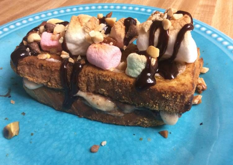 How To Make Yummy Nutella S Mores French Toast Recipe Choco Chips Nutella French Toast Breakfast
