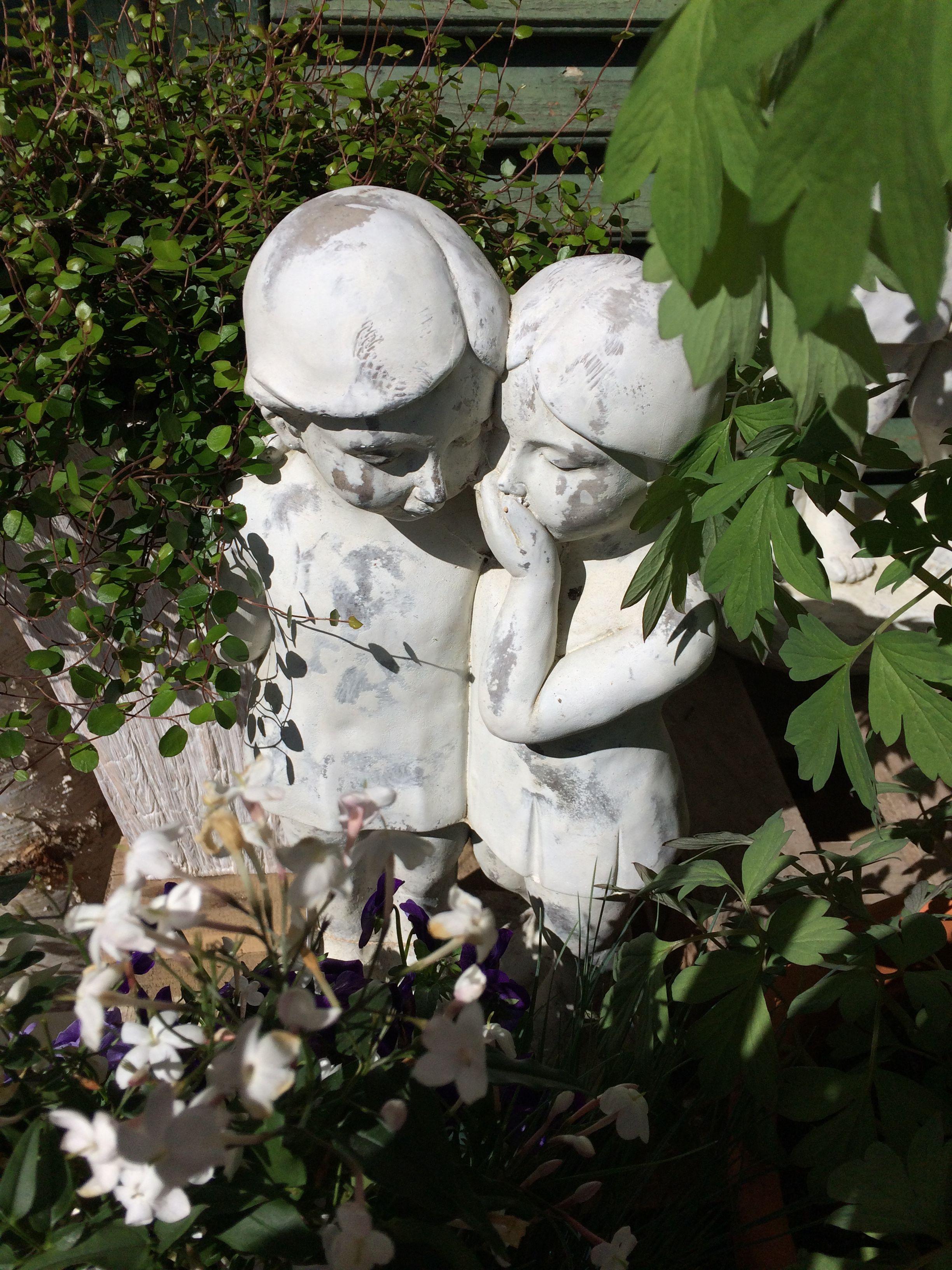 weißer Garten Accessoires Blumen Loechel Glienicke