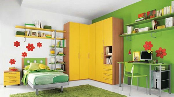 farbideen wohnzimmer grüne wand blumen motive Innenräume Pinterest