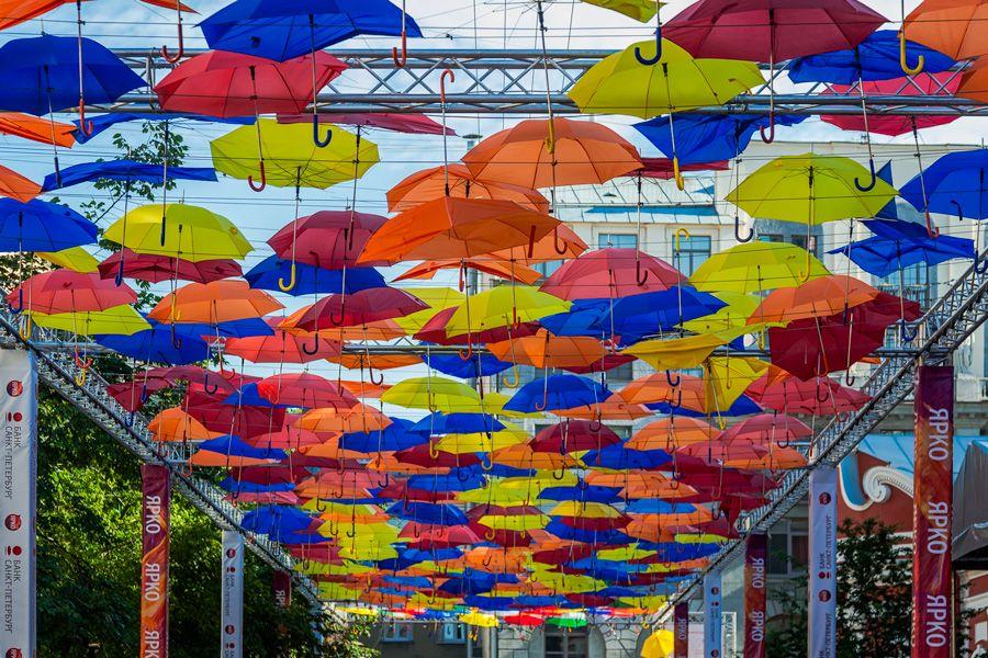 """Петербург  -  2016. Для Питера """"парящие зонтики"""" подходят, как ни одному другому городу. Зонтик можно сделать и туристическим символом города)."""