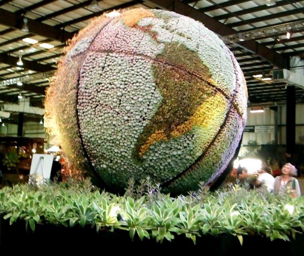 San Francisco Garden Show S Imaginative Garden Designs A Garden Globe Garden Globes Succulents Garden Unique Gardens