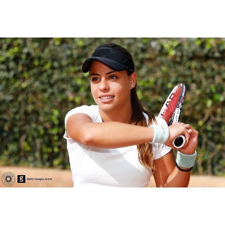 """""""Esa en la que está posando con la raqueta de tenis"""" http://ift.tt/2hEFTbl - http://ift.tt/1HQJd81"""