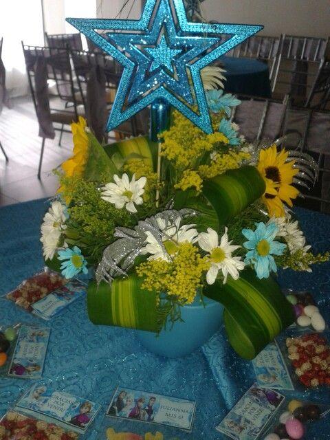 Hermoso #centrodemesa de #frozenfever con flores naturales #girasoles