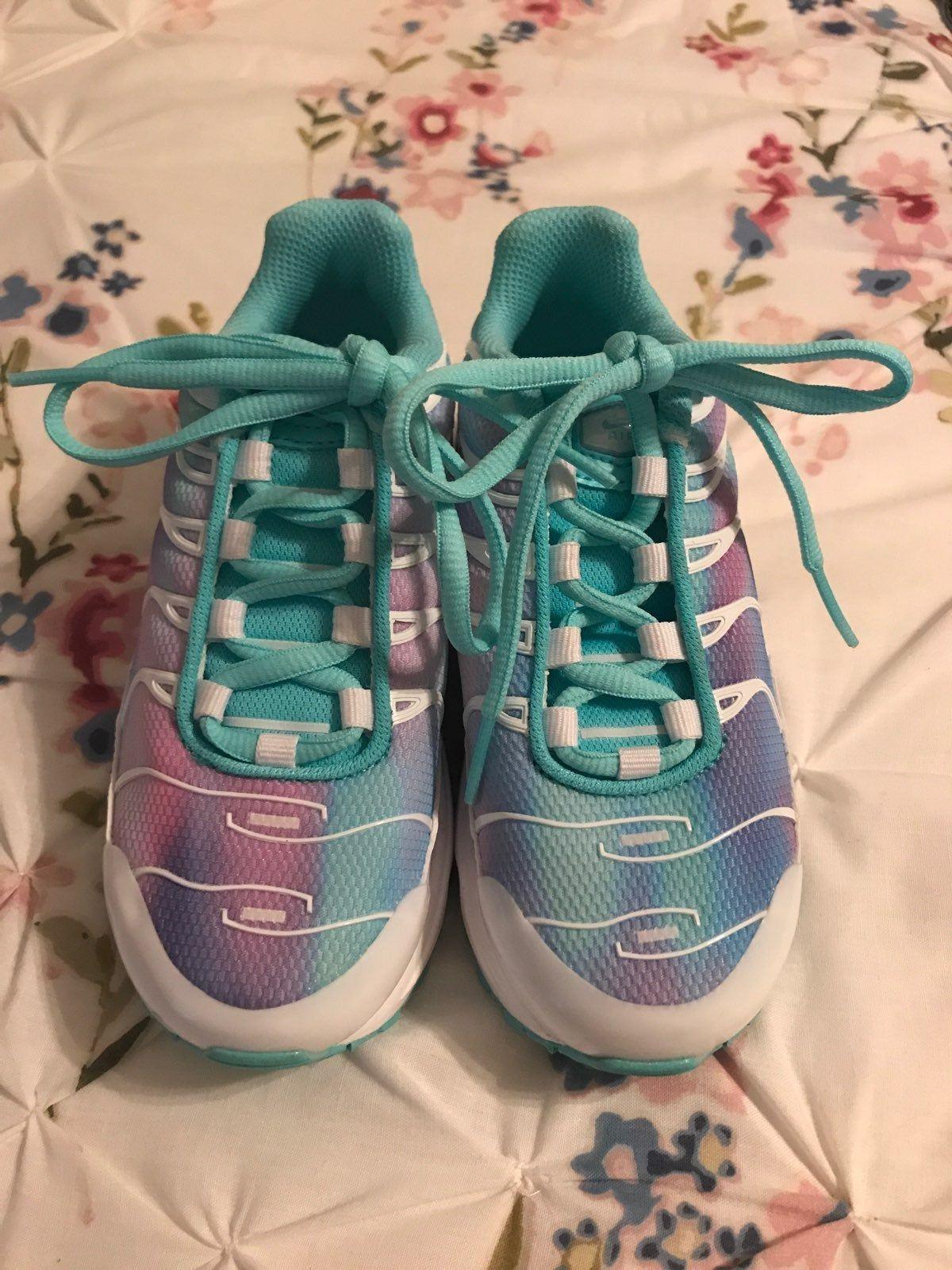 box girls Nike Air Max Plus turquoise