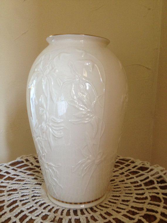 Vintage Lenox Vases Vintage Lenox Classic Ivory Vase With Gold Trim Medium Size 7 1 4 Lenox Vase Vase Vintage