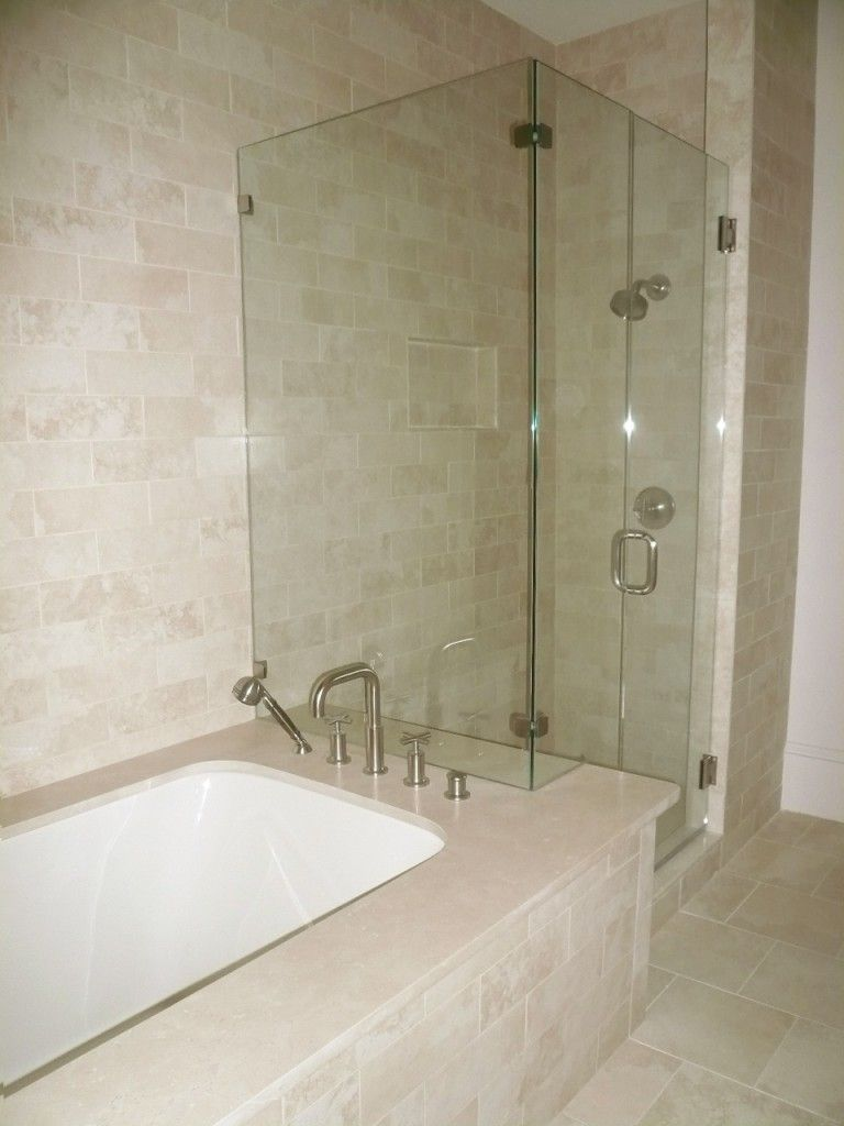Shower bathtub shower combo crema marfil tile bathroom for Crema marfil bathroom designs