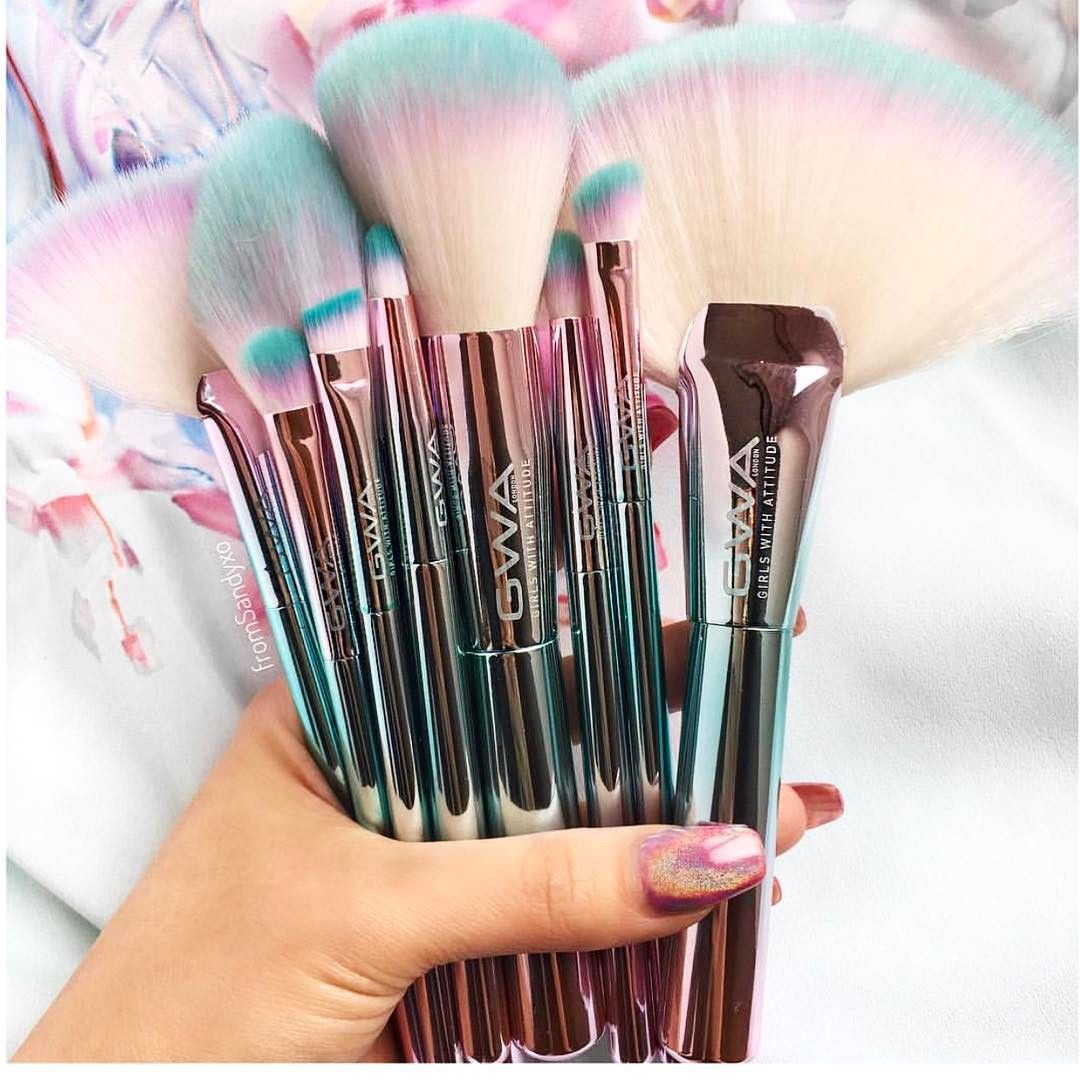 Beauty Junkie And Makeup Collector Sandy Trang With Her New Gwa Unicorn Fantasy Collection Makeup Brushes Makeup Brush Set Makeup Accessories Fantasy Makeup
