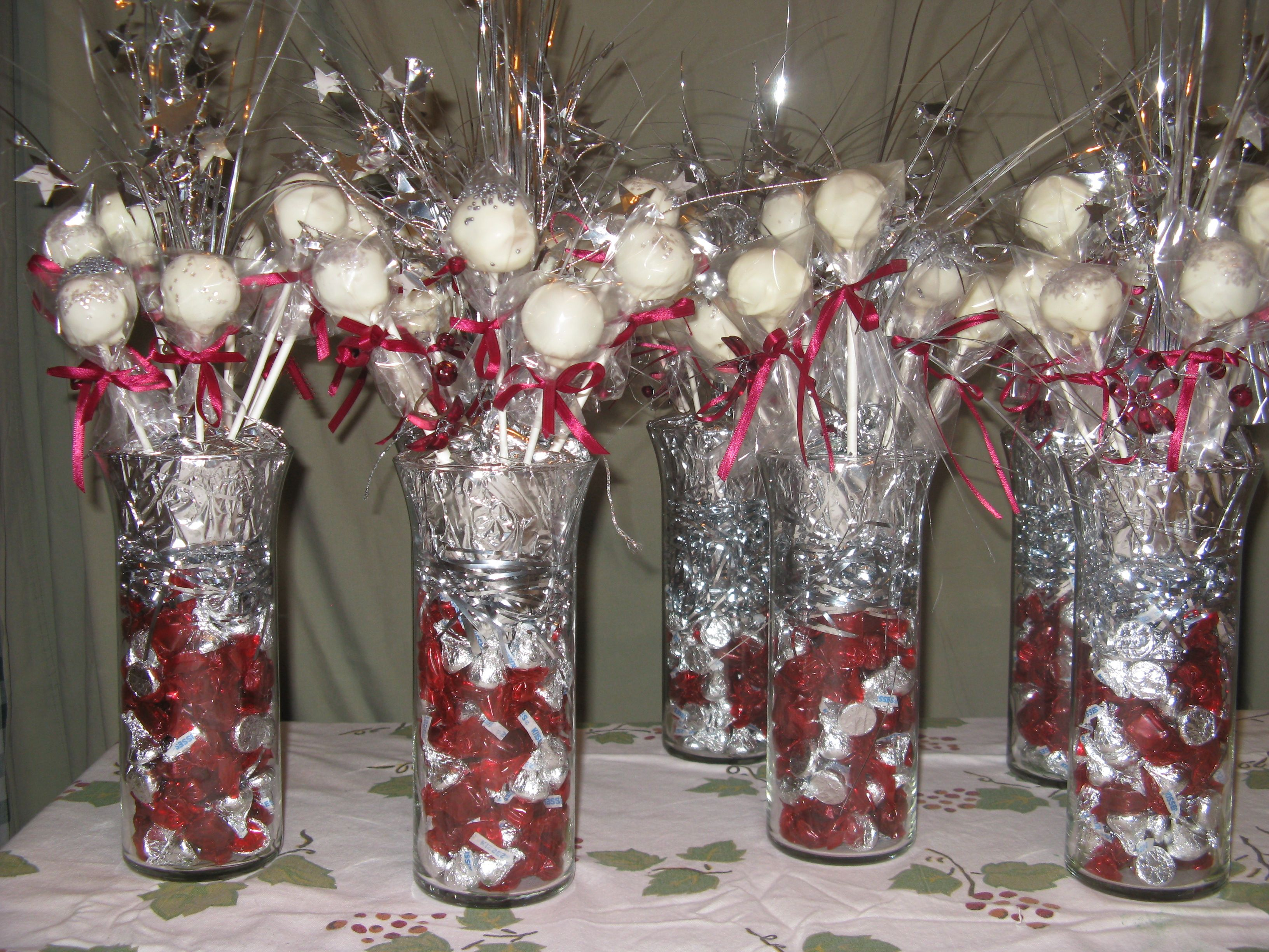 Sha volleyball banquet cake pops pinterest for Athletic banquet decoration ideas