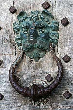Google Image Result For Http Www Dreamstime Com Old Door Knocker On Castle Door Thumb5066001 Jpg Antika Kapi Kollari