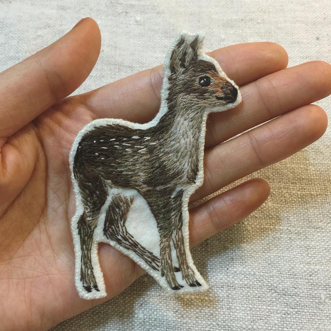 야생동물 시리즈로 다시 내 손 안에 아기고라니〰 wild animal series.  baby water deer  #embroidery#handembroidery#handmade#deer#wildanimal#drawing#artwork#handcraft#자수#손자수#브로치#고라니#핸드메이드
